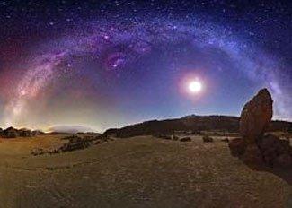 天文爱好者制做银河全景图