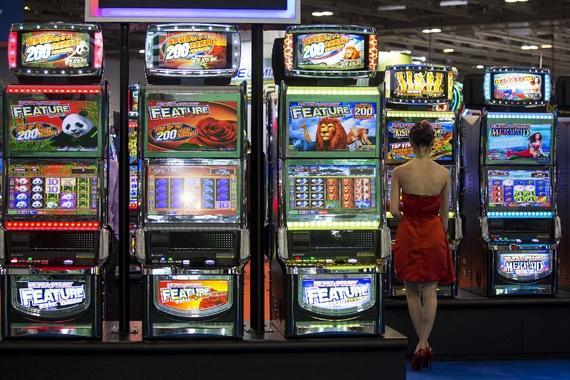网上赌博这么方便 赌徒们为何还要去赌场?