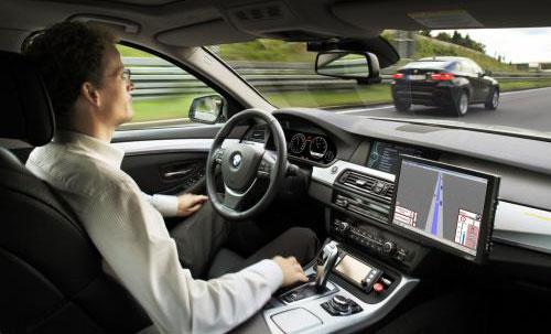 无人驾驶有点远 但半自动驾驶汽车正成为现实