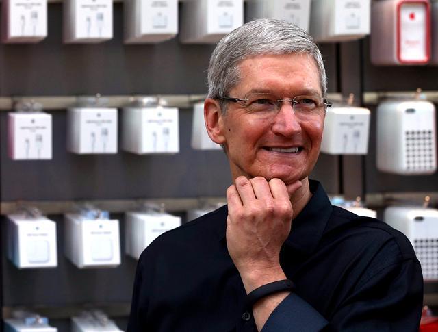 库克说苹果只可能生存在美国 这是在讨好特朗普吗?