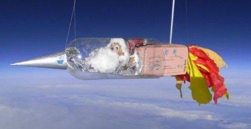 """英小学生自制""""航天飞机""""载圣诞老人上太空"""