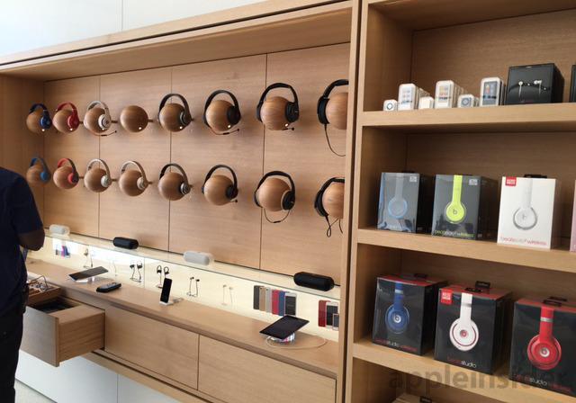 这是全球首家全新设计的苹果店:配37寸巨屏背景墙