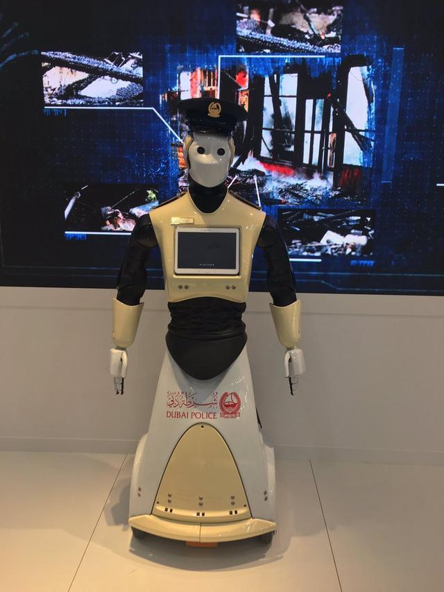 迪拜今夏部署首批機器人警察:中國制造 身高1.6米