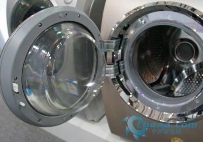 舱门设计上,三洋xqg60-l832bcx洗衣机拥有15度倾角,方便洗涤过程中