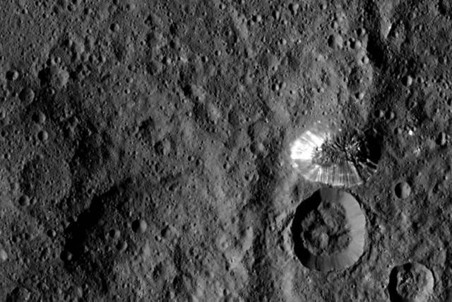 NASA黎明号探测器拍摄谷神星高清亮纹