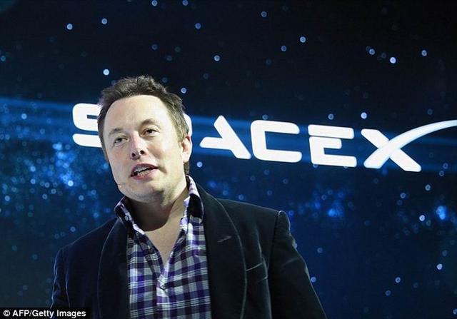 """马斯克称未来人类将是智能机器人的""""宠物"""""""