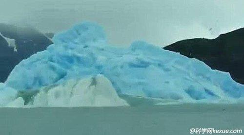 冰川坍塌瞬间