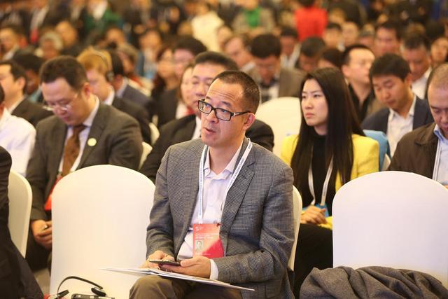专访新东方俞敏洪:教育需要线上线下紧密结合