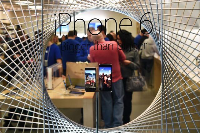 苹果市值成功站上7000亿美元 全球首家