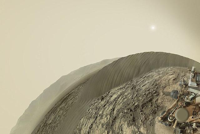 好奇号火星车自拍展示纳米布沙丘全景图