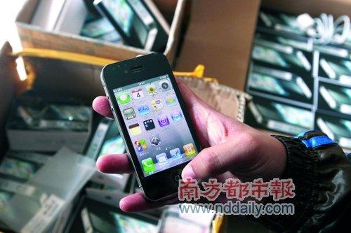 深圳南山警方缴获仿制苹果iPhone4手机百余部
