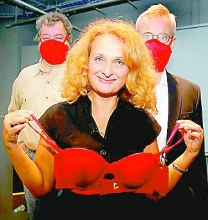 """女子发明""""防毒胸罩"""" 曾获搞笑诺贝尔奖"""