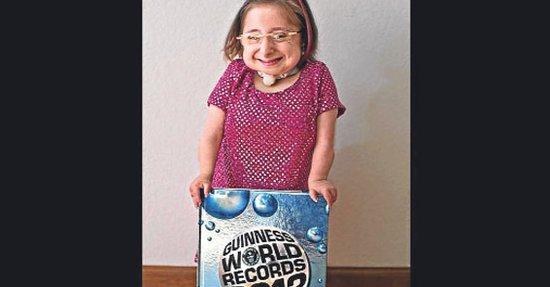 美22岁女子身高仅69厘米 成世界最矮成年女性