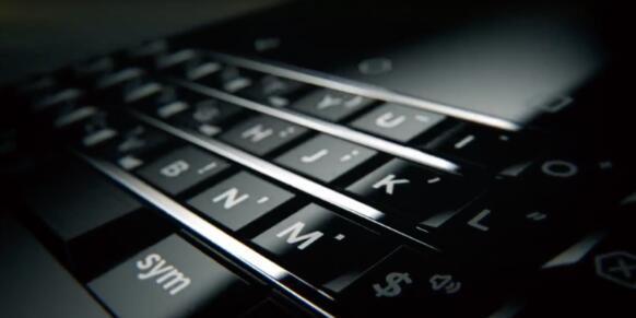 由TCL设计的黑莓手机将在CES上亮相