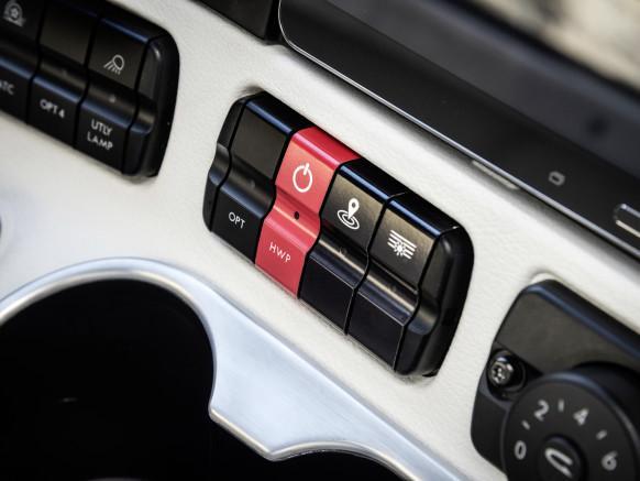 这就是全球第一辆拿到车牌的自动驾驶卡车