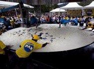 委内瑞拉做出近千斤重玉米饼