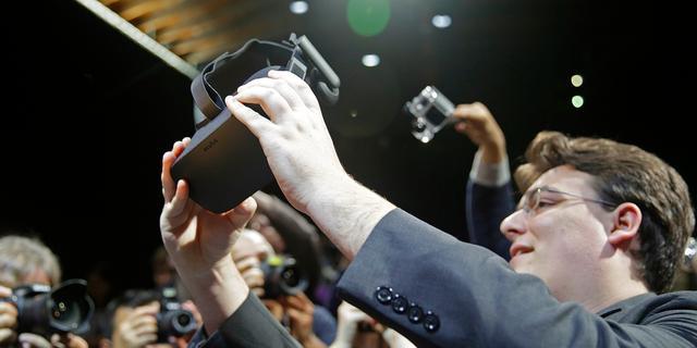 Facebook扎克伯格为啥铁了心不做智能手机