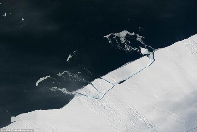 南极海冰面积达历史低点仅228.7万平方公里