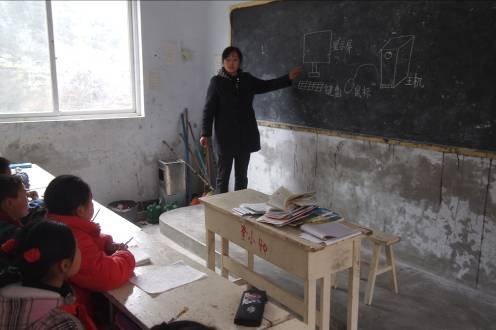 3月中旬,作为一个新闻人,走访了四川西部的山区小学,结识了一些老师和同学以及家长,很是感慨