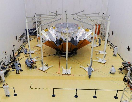"""欧洲望远镜披""""金箔斗篷"""" 搭载10亿像素相机"""
