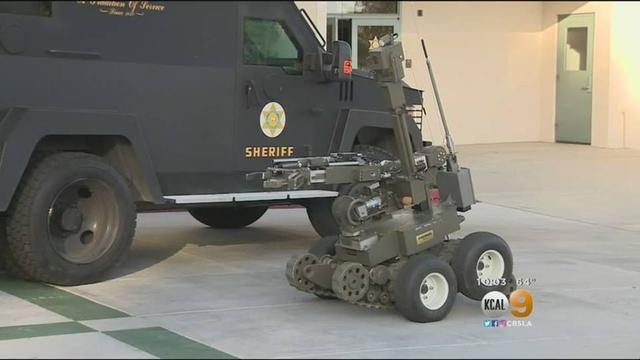 僵持六个小时后,美国警察用机器人夺走了嫌犯的步枪