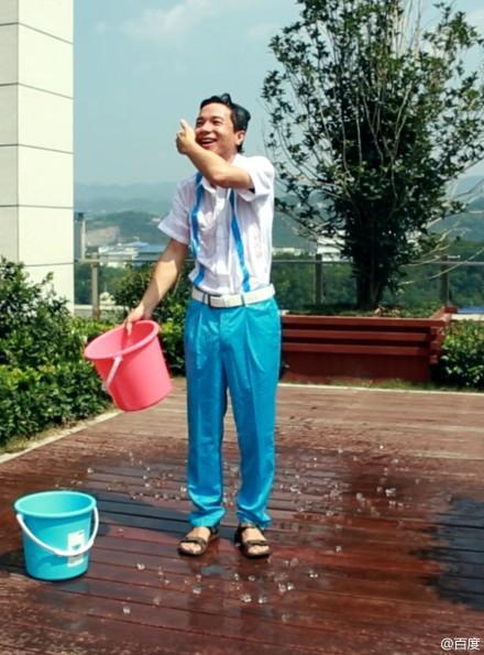 李彦宏完成冰桶挑战 点名田亮俞敏洪