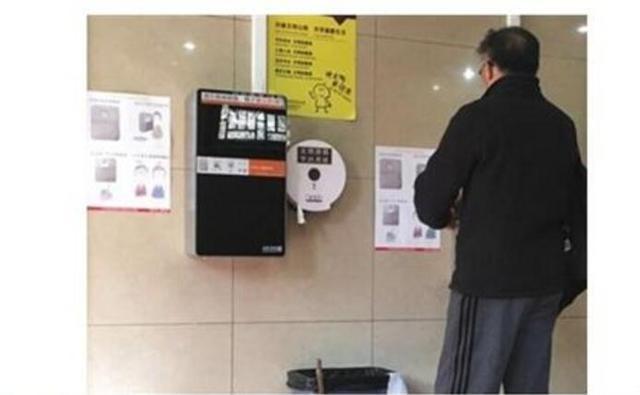 《纽约时报》惊呆了:中国厕所用高技术防卫生纸失窃