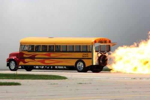 美国男子造喷气式校车 最高时速600公里(图)