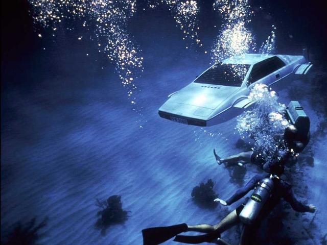 马斯克又开始琢磨飞行汽车、潜水汽车了