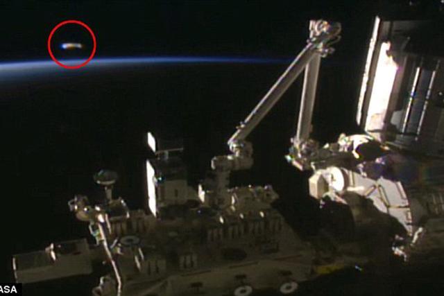 国际空间站附近出现一个不明飞行物