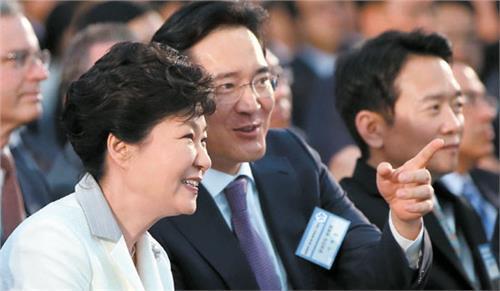 三星领导人李在镕被捕 总统朴槿惠处境变糟