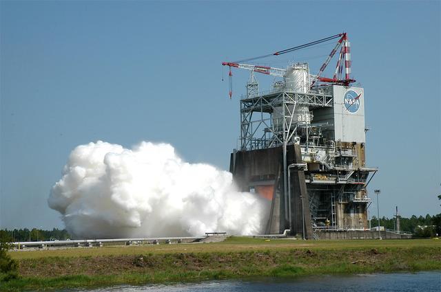 美国最强火箭引擎试车成功 登陆火星就靠它