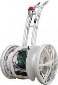 科学家设计三代电驱机器人 能捡取抛掷乒乓球