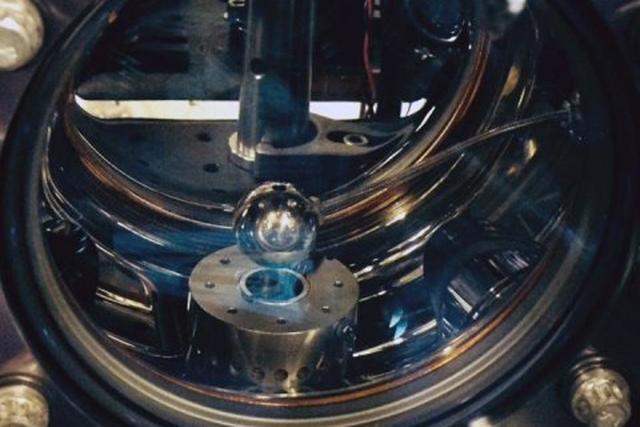 """美科学家发现暗能量粒子特性像""""变色龙"""""""