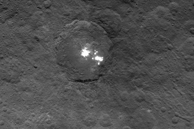谷神星上的亮斑很可能是冰类