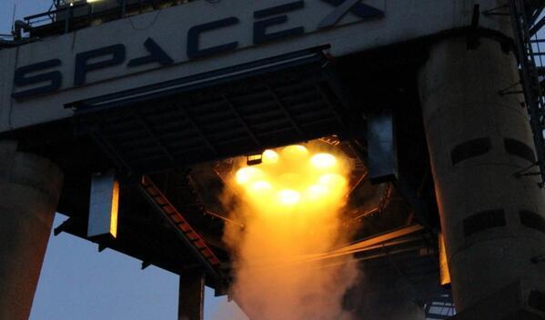 SpaceX火箭空中引爆 马斯克:火箭难以捉摸