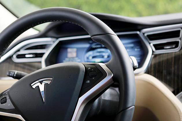 富士康拟为特斯拉汽车供应显示屏