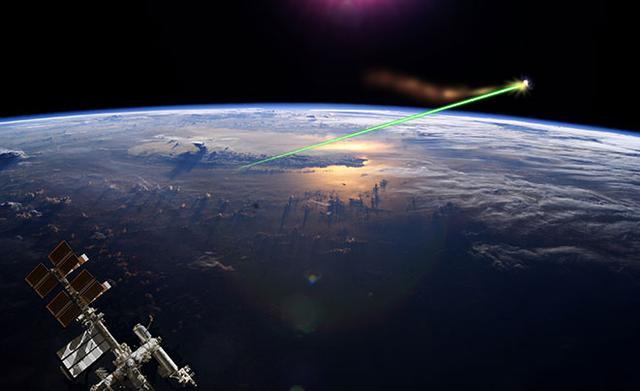 """一块""""阿司匹林""""能把卫星撞残?太空垃圾能否清除"""