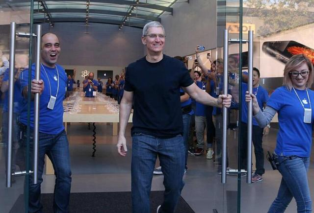 苹果斥巨资建太阳能电厂 市值首超7000亿美元