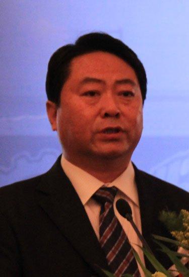 天津市公安局副局长张亮致词