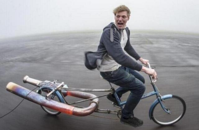 这位英国水管工鼓捣出一辆悬浮自行车 真飞起来了