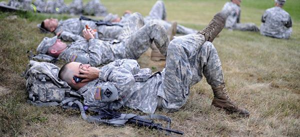 话题少了、感情淡了,智能手机正在损害美军战斗力?
