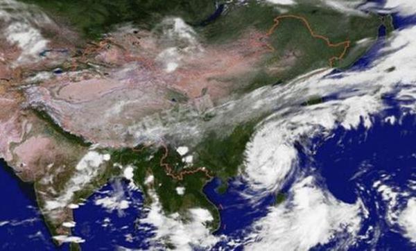 """台风""""鲇鱼""""登陆福建泉州 中心最大风力12级"""