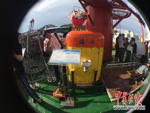 中国无人潜水器下潜记录破了