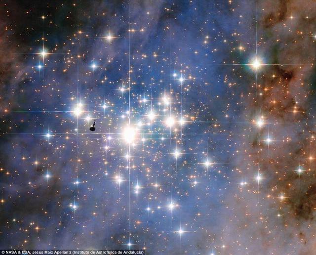 哈勃太空望远镜拍到银河系最明亮绚丽的星团