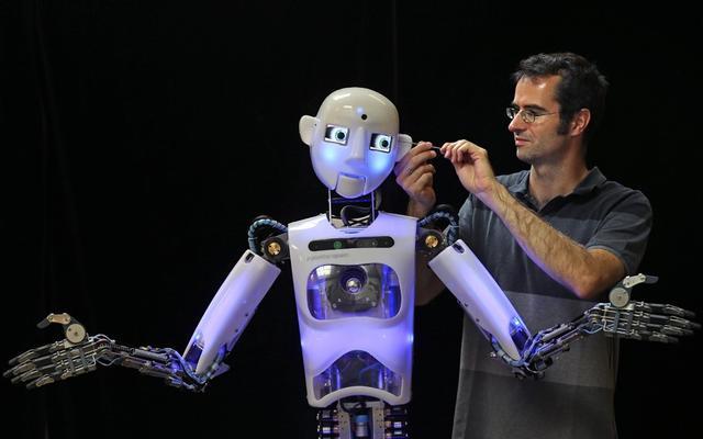 谷歌董事长:让机器人取代你生活中的重复劳动