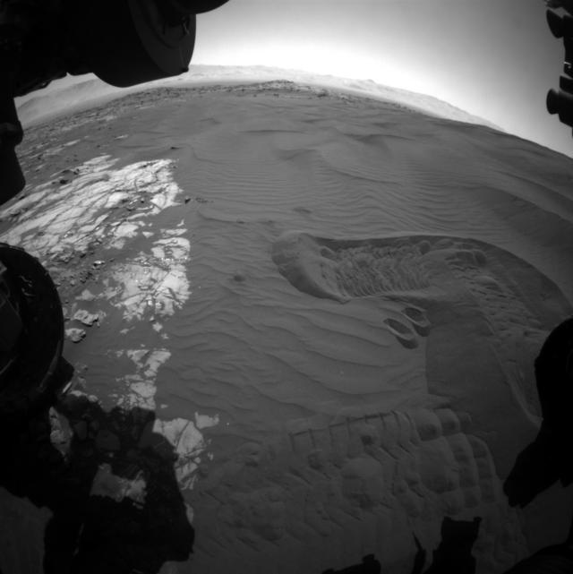 """""""好奇""""号太好奇 """"尝""""了一口火星沙"""
