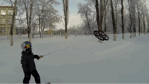 惊叹!这个拉着无人机滑雪的男孩太疯狂了