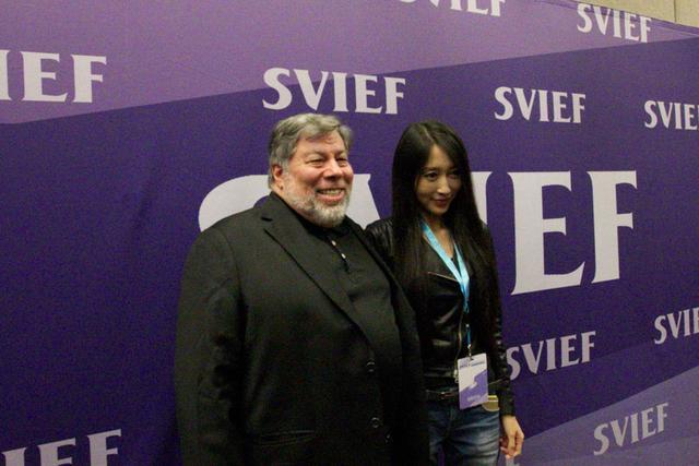 腾讯科技编辑专访沃兹尼亚克(左)