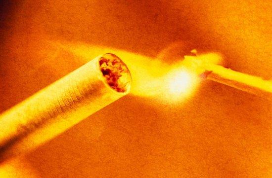 研究发现吸烟酗酒者出现人体自燃概率较高
